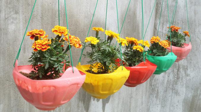 Creative Hanging Garden Ideas | Recycled Plastic Bottles Make Stunning Hanging Pots